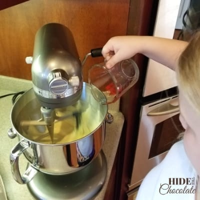 Easy Pumpkin Spice Cupcakes Mixing